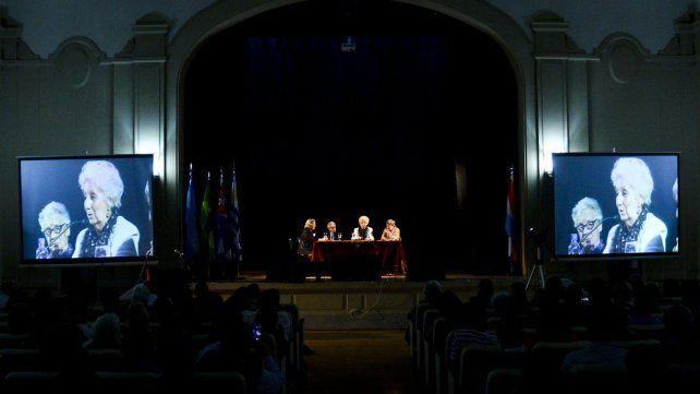 Una imagen de la visita de Estela de Carlotto a Paraná en 2016.