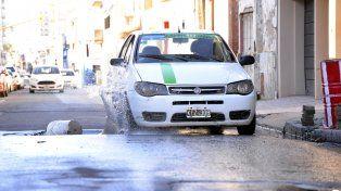 El espejo de agua también conspira contra los conductores.