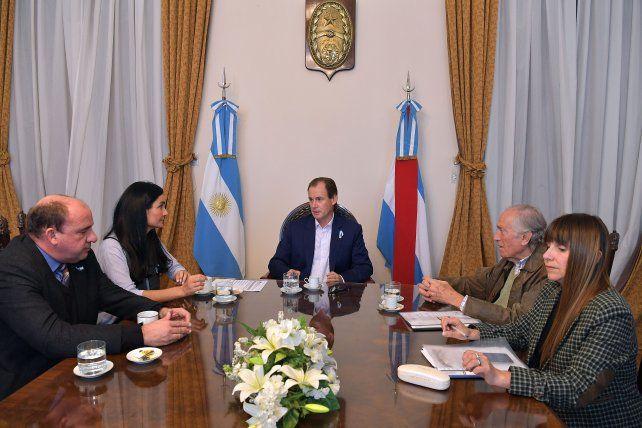 Respaldo. El gobernador se interiorizó de la iniciativa de los diputados provinciales de Cambiemos.