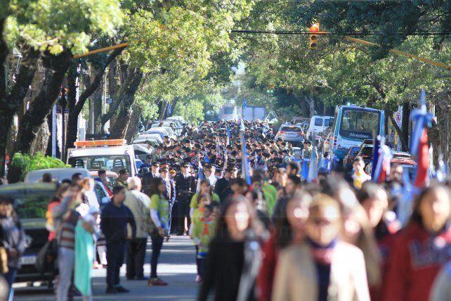 Todo el color del desfile del 25 de Mayo, en Paraná