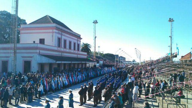Bordet encabezó el acto oficial del 25 de Mayo en Gualeguaychú