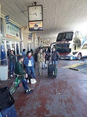 Algunos pasajeros esperaron más de dos horas en la terminal de Santa Fe.