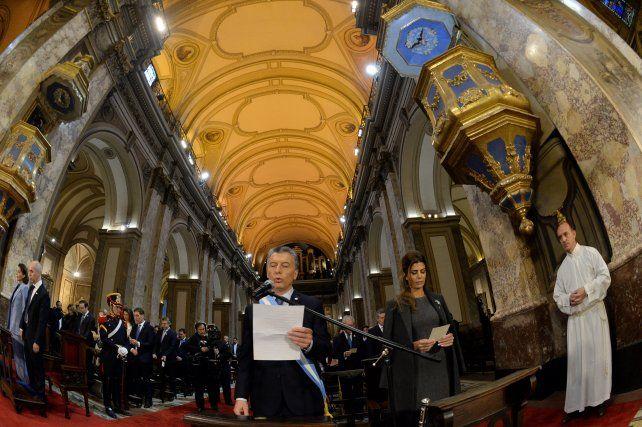 Homilía. Macri vivió un tenso momento por las críticas de Poli y al final de la ceremonia leyó una plegaria.