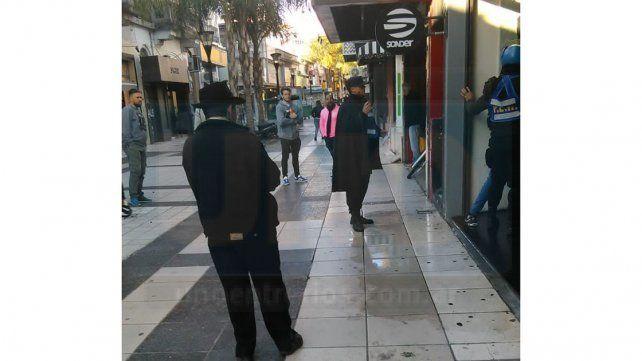Peatonal San Martín: Se enojó porque los perros le ladraban y sacó un arma