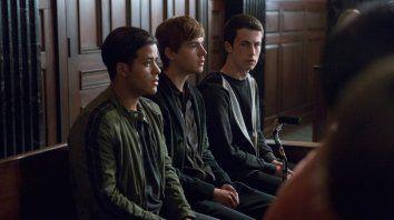 por una fuerte escena de bullyng piden cancelar la serie por 13 razones