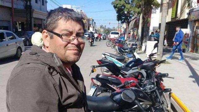 Fue a reparar una heladera, encontró 50.000 pesos escondidos y los entregó