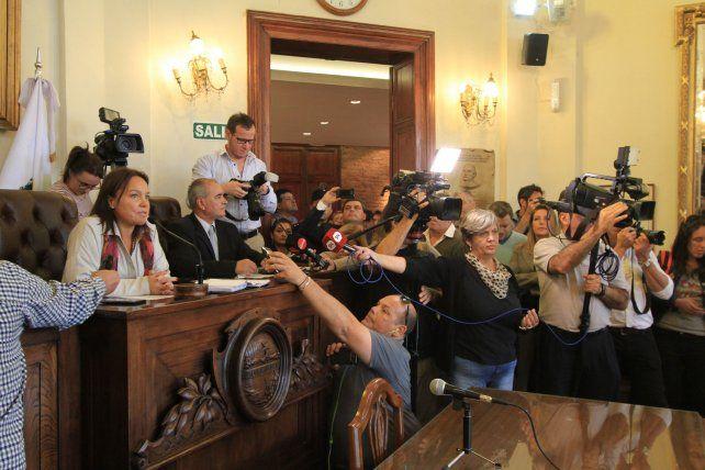 Josefina Etienot dio por aprobada la ordenanza en una tumultuosa sesión.