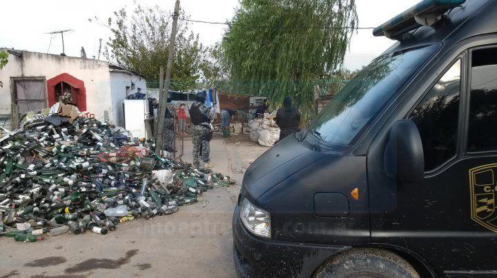 Dos detenidos en la Villa 351 por balaceras y narcomenudeo