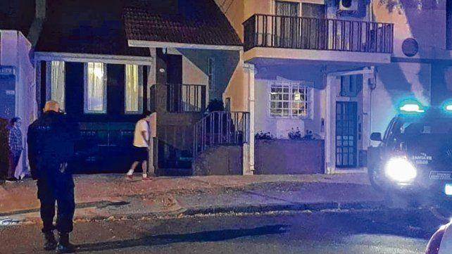 Ataque. Siete tiros fueron disparados contra la casa de Italia 2118 donde vivió Manfrín