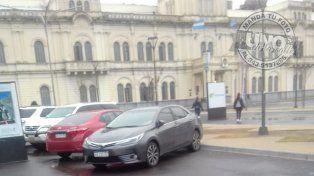 Prohibido estacionarEn la ciudad de Paraná algunos pueden dejar el automóvil donde tienen ganas