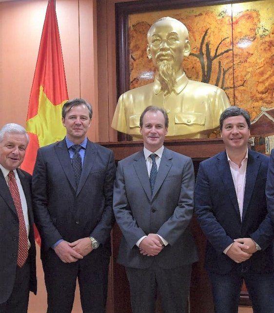 Vietnam. Ho Chi Minh observa desde el bronce a Lauritto