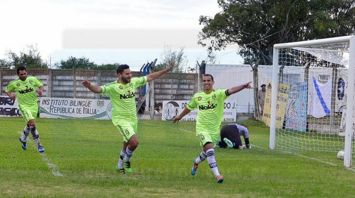 Con el pie derecho. El Deca de Concepción del Uruguay arrancó cantado victoria en el certamen de la Federación.