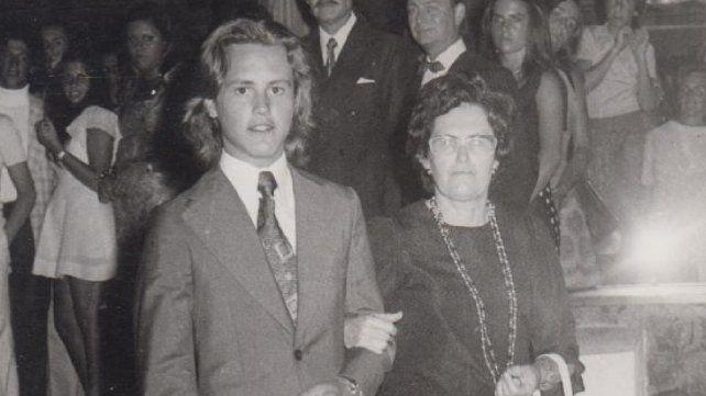 Maschio junto a su madre