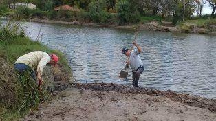 Trabajan para poner en funcionamiento la balsa que une Paraná con Villa Urquiza
