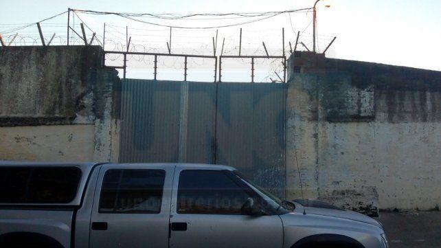 Tres internos fallecidos y dos heridos de gravedad en un incendio en el Penal de Victoria