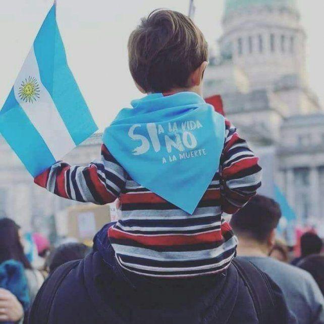 Bajo los colores celeste y rosa, se organiza una nueva marcha en contra del aborto en Paraná