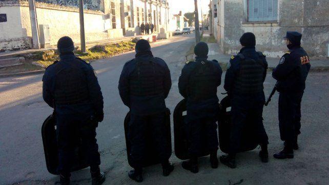 Tensión. En el exterior de la Unidad Penal N° 5 se respiraba el mismo aire que en otras oportunidades.
