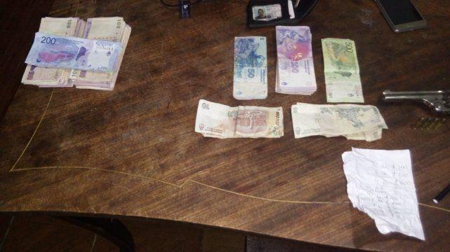 Los agarraron con más de 100 dosis de cocaína