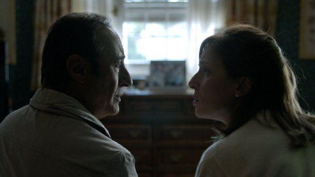 <b>Cara a cara.</b> El actor y Carla Peterson en una historia que va cobrando tensión.