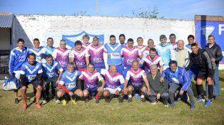 Históricos. Jugadores que llenaron de gloria a la V Azulada se hicieron presentes en la celebración.