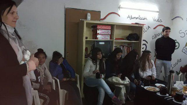La ONG Jóvenes y chicos de la calle organizando la actividad de recolección