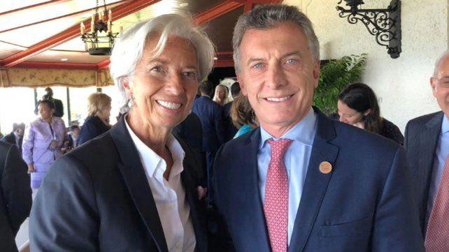 Cumbre G-7: Mauricio Macri se reunió con Christine Lagarde quien le ratificó apoyo y posó para la foto