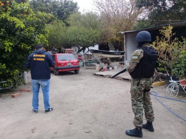 Allanamiento y secuestro. El auto fue llevado por estar vinculado a la balacera.