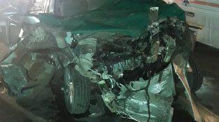 Así quedó la camioneta que impactó contra un camión.