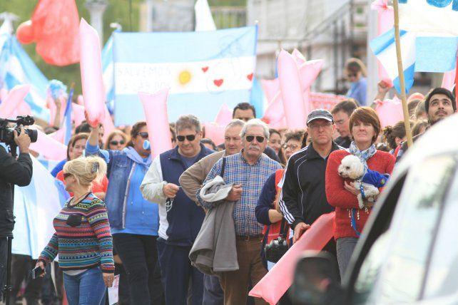 Los hombres presentes en la marcha.