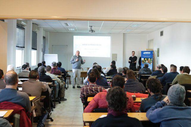 La empresa comenzó con los cursos de capacitación en instalación de termotanques solares para técnicos y sanitaristas de Paraná.