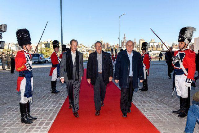 Imagen del ingreso de los tres gobernadores de la Región Centro.