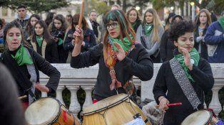 Integrantes de la cuerda de tambores Las Dragonas.