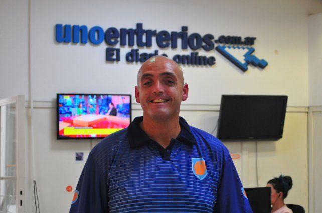 Obsesivo por el trabajo. Alejandro Trevesse en la Redacción de UNO. El entrenador de Sionista realizó un trabajo intensivo para el crecimiento deportivo del Centro.