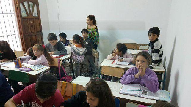 Cruzada. En el Centro Social San Agustín dan apoyo escolar y procuran que los chicos tengan vestimenta para arroparse estos días.