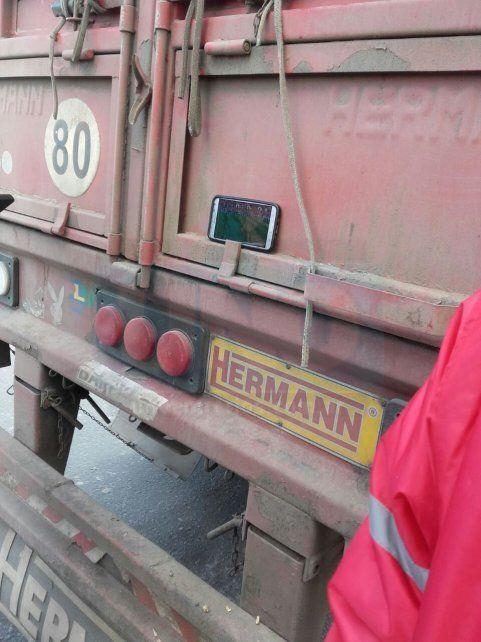Camioneros de paro están apostados en el acceso Norte y Túnel, en Paraná