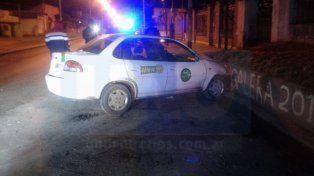 Vehículo chocó una columna y terminó contra un paredón