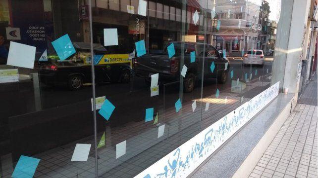 A horas del debut de Argentina en Rusia, el espíritu futbolero invade las vidrieras