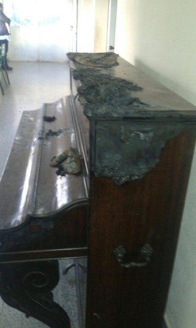 El fuego destruyó un antiguo piano de la institución