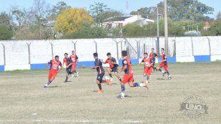Viva el fútbol. El fútbol de Paraná tiene un montón de hechos para corregir