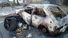 Vandalismo. Desconocidos quemaron un auto en Don Bosco y Soler
