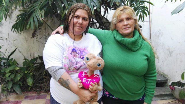 La mamá y la abuela de Antonella en Paraná.