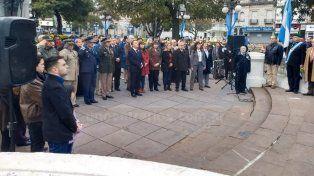 Día de la Bandera. Varisco encabezó el acto en la plaza de Mayo en Paraná.