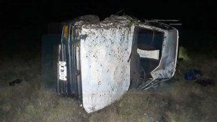Por un desperfecto mecánico una camioneta volcó