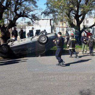 Violento choque y vuelco en Avenida de las Américas