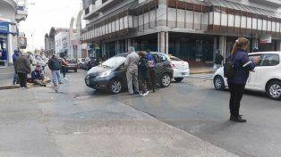 Fuerte choque. El motociclista fue trasladado al hospital San Martín