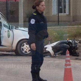 Dos heridos en violento accidente entre una moto y un remís