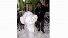 vecino de ushuaia hizo un muneco de nieve con la cara de lio