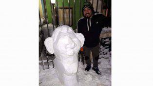Vecino de Ushuaia hizo un muñeco de nieve con la cara de Lío