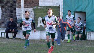 Unión Agrarios se despachó con una goleada en cancha de Juventud Unida