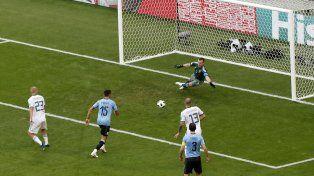 Uruguay goleó y se adueñó de su grupo